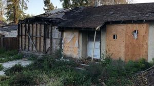 ta-spalona-ruina-kosztowala-prawie-milion-dolarow-zdjecie-ofertowe-zillow-com
